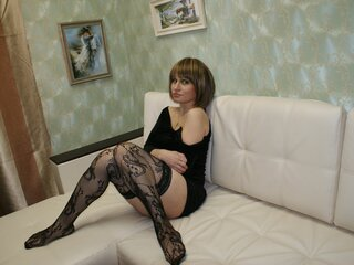 LustyBust private live camshow